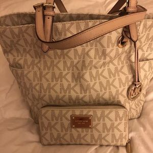 Vanilla MK tote and  matching Wallet!